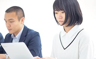 芳賀奈緒仕事風景2